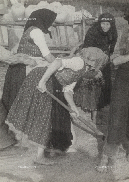 Peasant women during a grain threshing