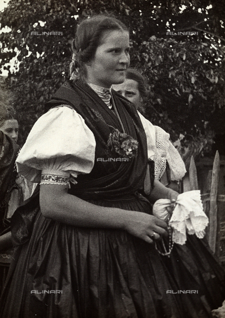 """Young woman of à""""rhalom in traditional dress"""