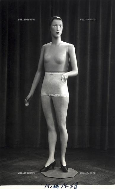 "Mannequins of the ""Rosa manichini artistici-Milano"" company. Female mannequin"