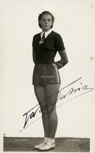Autographed photograph of an athlete in sports clothing of the period