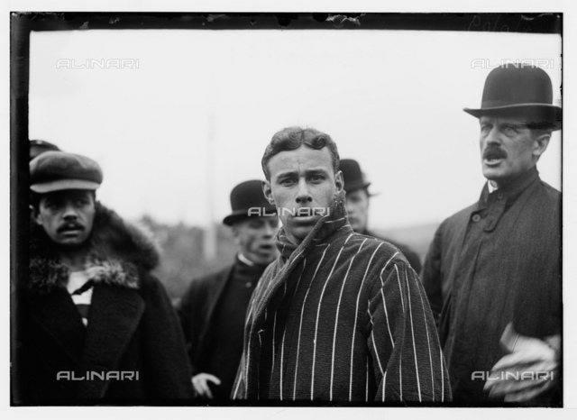 1909, 3 april, NEW YORK, USA : The italian marathon man DORANDO PIETRI (PETRI, 1885 - 1942) in the left side with moustache. Petri during the 1908 Olimpics games in London was helped by the man with the megaphone and this earned him the disqualification. With this episode Petri touched five continents and touched the title of Hero of the First Modern Olympics with a special prize. In this photo with french runner HENRI ST. YVES, winner of Big Marathon in USA. The world's Marathon championship will be decided on the Polo Grounds Saturday afternoon, May 8 1909, when the best men now running will compete over the Marathon distance of twenty-six miles and 385 yards. For some time the Marathon contests have been confined to a few selected runners, but the real claimants of the title have not been seen in competition
