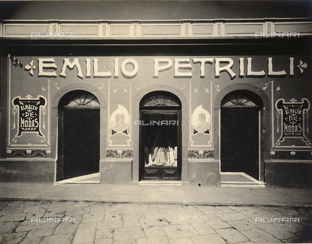 Immigration of the Italians to the Republic of Guatemala: the entrance to Emilio Petrilli's clothing store