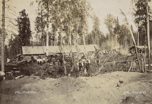 Attività degli italiani all'estero. Vedute dei lavori di costruzione di una ferrovia in Russia. Ricostruzione di una tratta di 20 km in Siberia. Scavi per la realizzazione di baracche abitative
