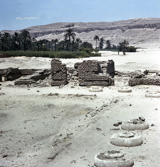 Remains of the Great Palace at Amarna, Egypt, 18th dynasty, 1346-1332 BC. View of the of the sunken garden of the northern section of the Harem Quarter of the Great Palace at Amarna. The ancient city of el-Amarna was the shortlived new capital of Ancient Egypt built by Akhenaten and abandoned shortly after his death