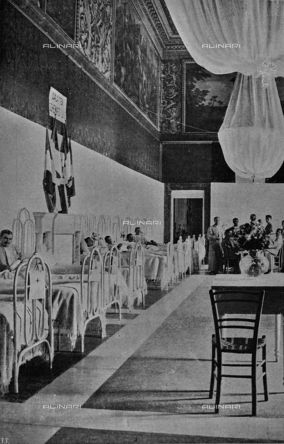 "The Quirinale Palace transformed into a military hospital for the Red Cross during the First World War: the throne room. Photography taken from the magazine ""L 'Illustration Italian"" of September 26, 1915, n. 39, page 254"