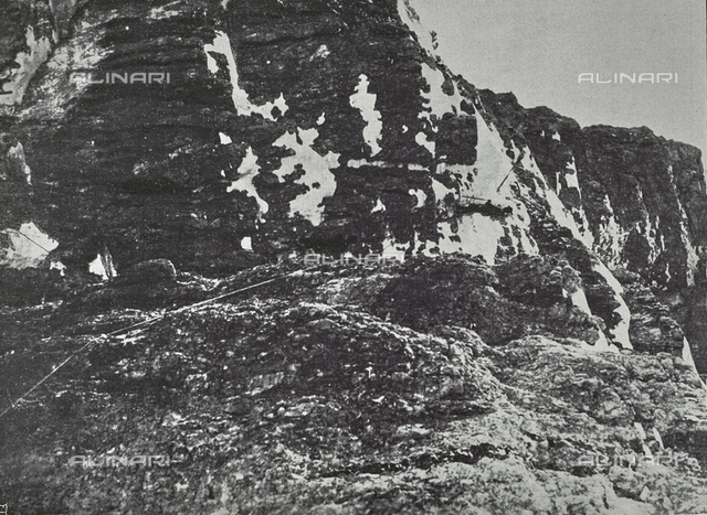 """The wonders of the Mountain: a consortium on the Tofane. Photography taken from the magazine """"L 'Illustration Italian"""" of December 24, 1916, n. 52, page 497"""