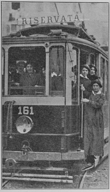 "Italian women for war: the tram-driver school drivers. Photography taken from the magazine ""L 'Illustration Italian"" of May 20, 1917, n. 20, page 425"