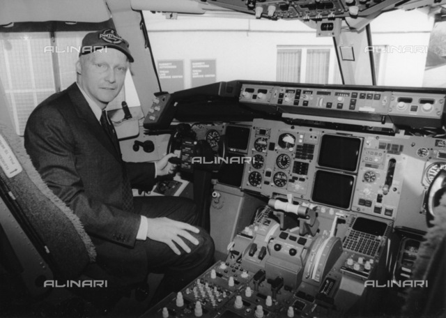 """Niki Lauda in the cockpit of the Boing 767-300 """"Mozart"""", this aircraft crashed near Bankok"""