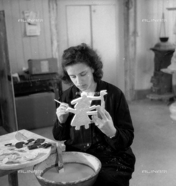 Istituto d'Arte di Venezia: a girl working in a ceramics laboratory