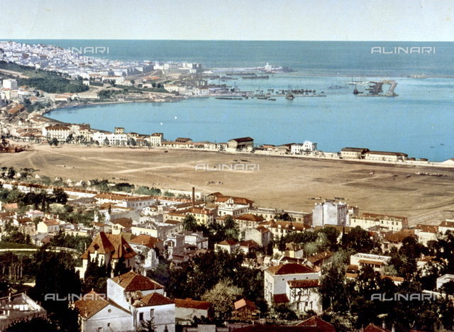 Panorama of the city of Albiers. In the background the harbor