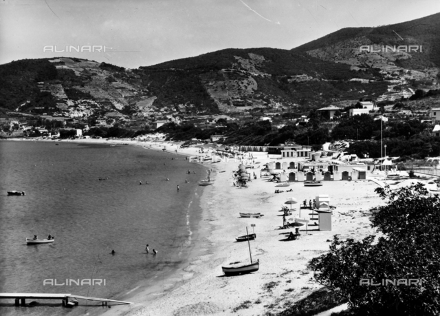 Animated view of Procchio's beach at Isola d'Elba