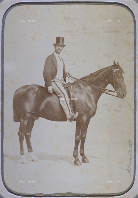 Portrait of Vieri Canigiani on horseback. The animal is in profile and the man wears sport clothes with a high hat