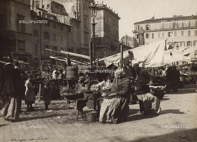 """""""Campo dei Fiori"""" (outdoor market) in Rome"""