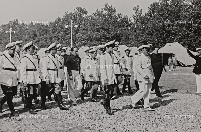 "Album "" Duce "": Benito Mussolini on a visit to a field of GIL (Youth Italian Littorio)"