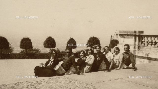 "Album ""PNF (Partito Nazionale Fascista)"": Athletes of the Group Fascist University in a group photo with the girls"