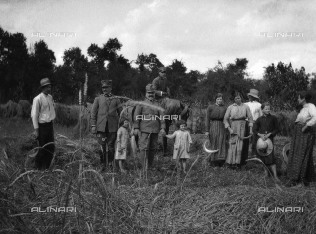World War I: soldiers with a group of farmers