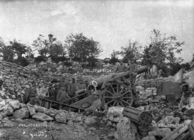 World War I: soldiers in a war zone