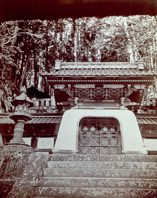The facade of a Japanese temple. In the foreground the entrance stairs