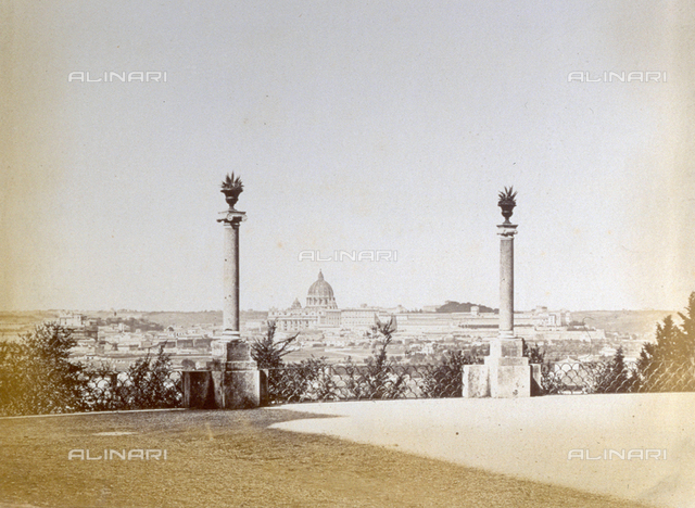 Panorama, from the Pincio, of the city of Rome. In the foreground two decorative columns