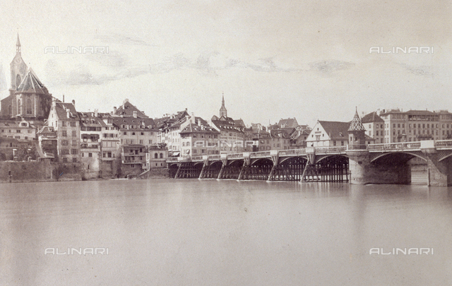 Panorama of the city of Lucerne. In the foreground the river reuss crossed by a bridge