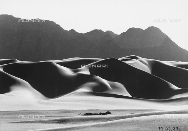 Dune in the Teneré desert, in Niger, Africa