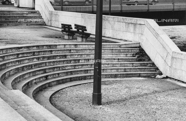 """Benches"": staircase in Paris"