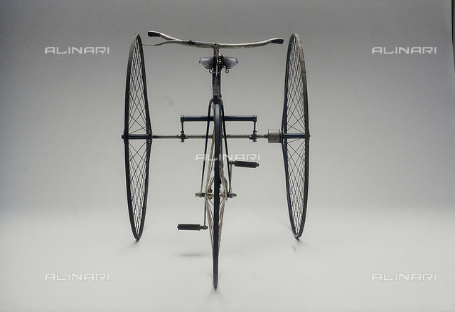 """Tricycle, Cripper model from 1885 with differential lateral gearing, kept in the Genazzini Collection in Milan and shown at the Exhibition """"Man on two wheels"""""""
