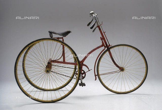 """Tricycle from 1885 with differential central gearing kept in the Genazzini Collection in Milan and shown at the exhibition """"Man on two wheels"""""""