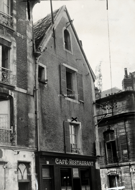 The building in which the criminal Collette lived, in Caen.