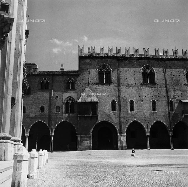 Gothic arches of the Piazza Sordello, Mantova