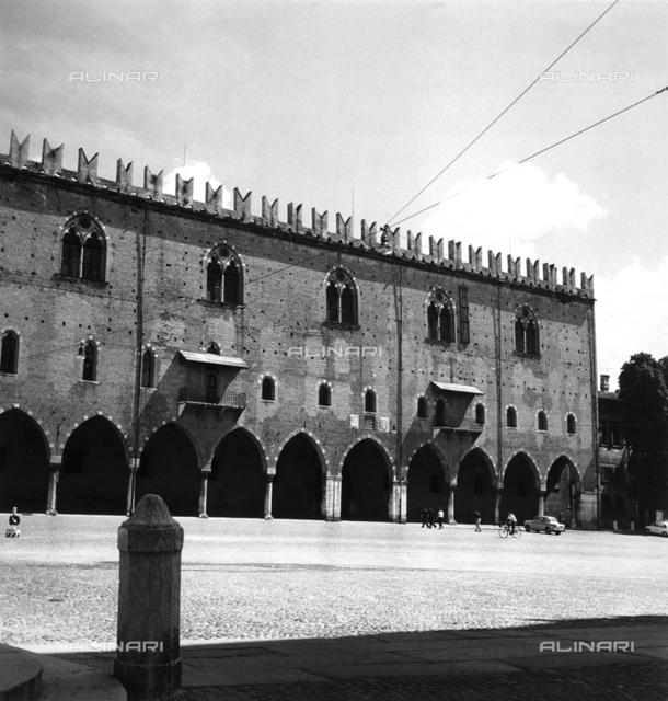 Gothic porticoes in the Piazza Sordello, Mantova