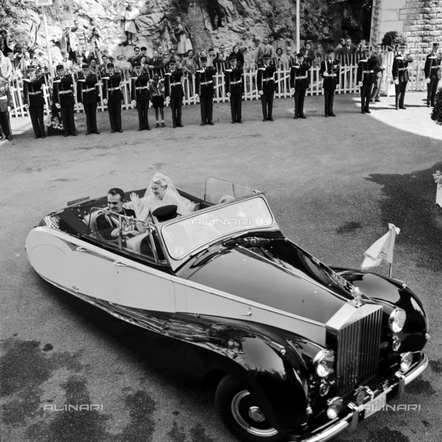 Grace Kelly and Ranieri di Monaco at their wedding