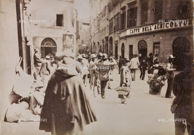 Scene of daily life in Piazza Montanara Theatre of Marcellus in Rome in the area. On the right, a seller of hats. Today the square does not exist