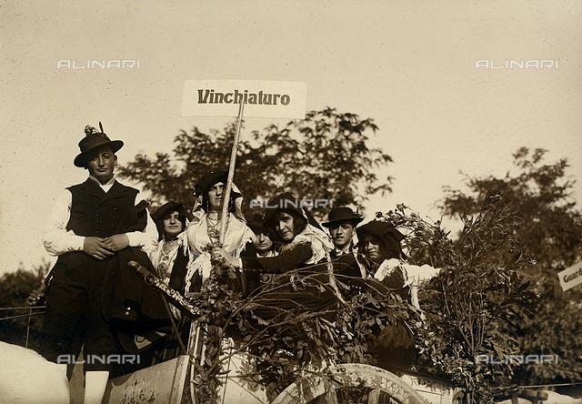 Group portrait in Vinchiaturo costumes