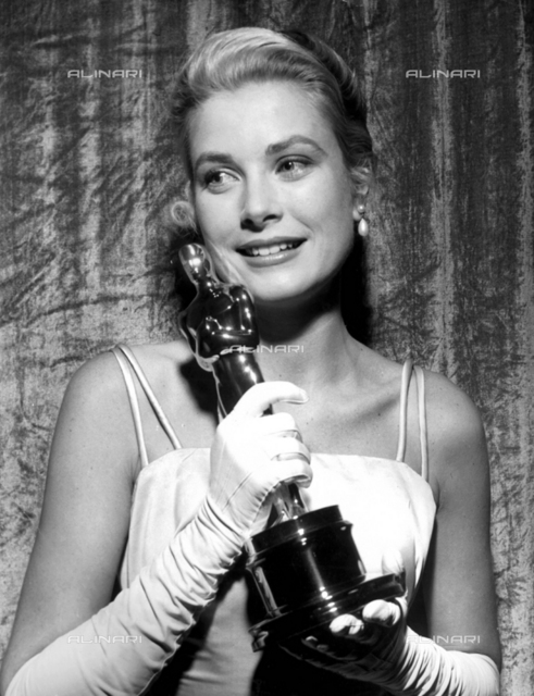"""Cheek to cheek. Oscar and beautiful Grace Kelly.She won the academy award for Best Actress in 1954 for her role in """"The Country Girl""""1955, Personalities, Grace Kelly"""