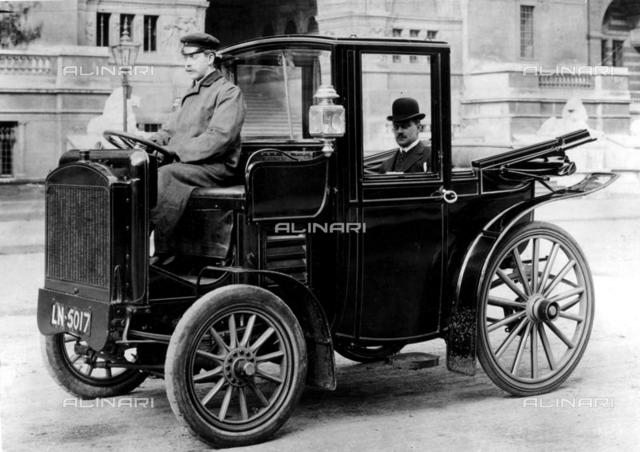 1907Pullcar 15 hp front wheel drivelandauletteJS Critchley in passenger seat, Archive, Early car