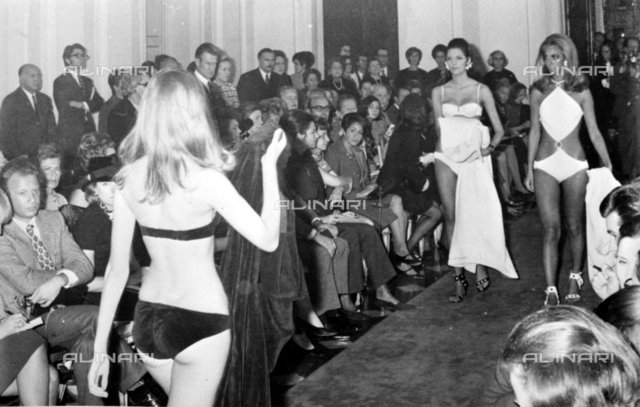 Parade of swimsuits of the fashion designer Emilio Pucci in Florence on November 11, 1968