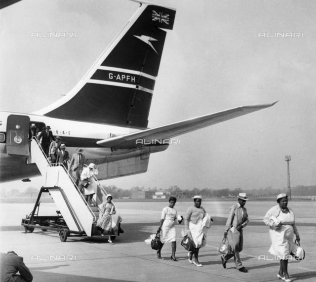 Immigrants fell from a Boeing 707
