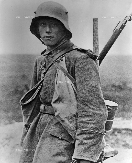 World War I: portrait of a German soldier (with gas mask and hand bag)