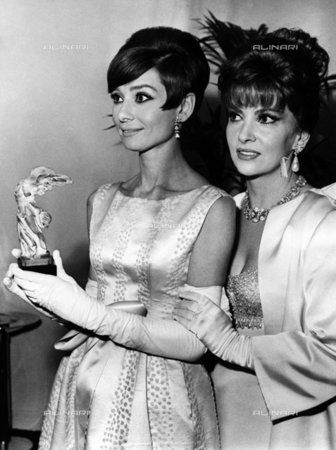 British actress Audrey Hepburn (1929-1993) with the Italian actress Gina Lollobrigida at the Victoire Preises delivery ceremony in Paris