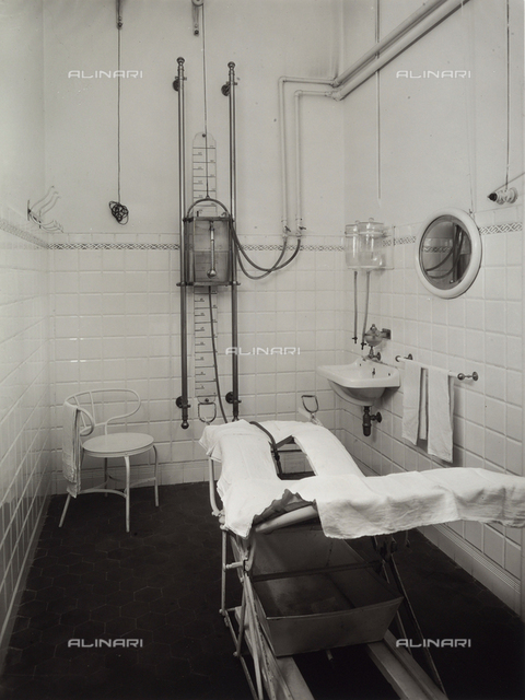 Bathroom in the Porretta Spa. A machine is visible.