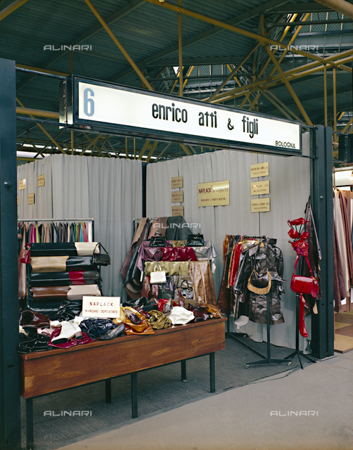 Stand firm leather Acts Henry & Sons Bologna Fair of Footwear