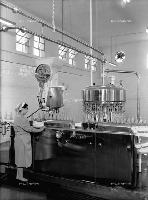 Bottling of fruit juices at the Salfa Company in Bologna