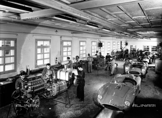 Ferrari establishment: workers to work and cars