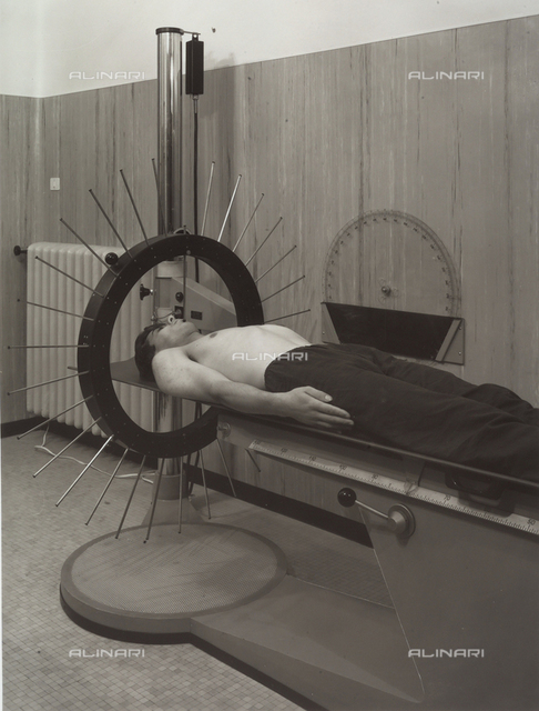 Radius Institute: a patient lying on a bed is undergoing cranial therapy.