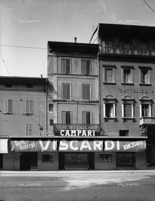 Pastry coffee Viscardi in Bologna with the Campari sign