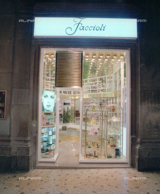 Showcase and input of Perfumery shop Faccioli furnished with the company Arbot Bologna