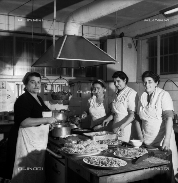 The cook Cesarina and her helpers cook the pasta, Cesarina Restaurant, Rome