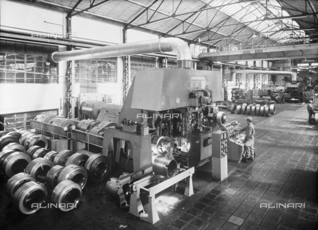 S.M.I.: Interior of the metallurgical plant of Fornaci di Barga with workers at work, Lucca