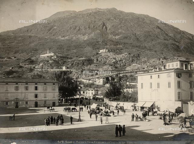Animated view of Vittorio Emanuele Square in Sondrio